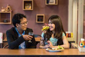 asszertivitás a gyakorlatban - boldog férfi és nő